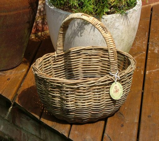 05/136G Oval Shopping Basket Display