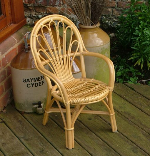 16/4431 Rattan Pole Childs Chair Display